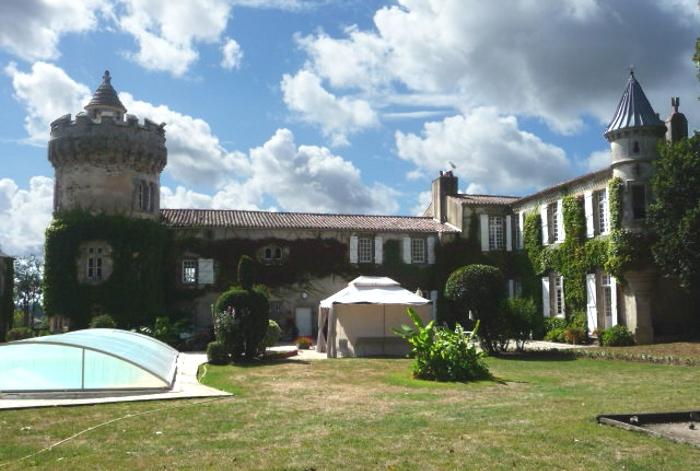 Chambres d'hotes au château avec piscine couverte