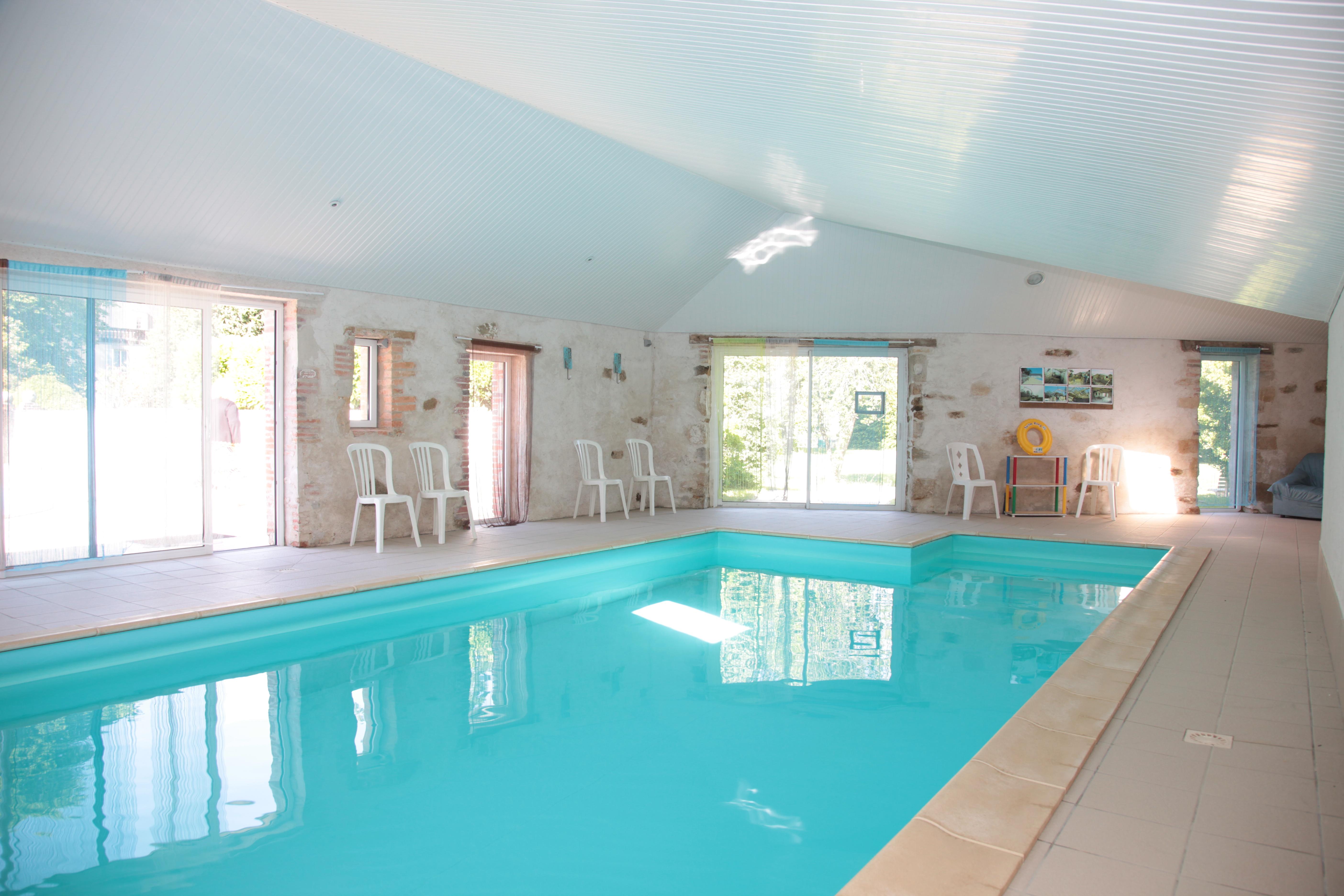 G tes de groupes et grande capacit en vend e vendeens for Gite piscine interieure