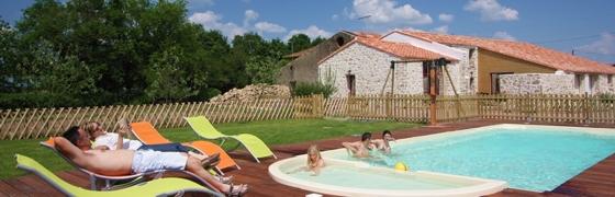 Gites avec piscine chauffée nage contre courant coin balnéo en Vendée