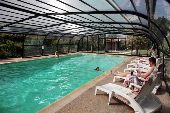 Gites grande capacité du domaine la batière de 20 à 25 personnes avec piscine couverte par un abri haut