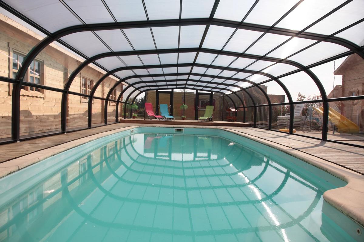Location avec ch ques vacances en vend e for Village vacances avec piscine couverte