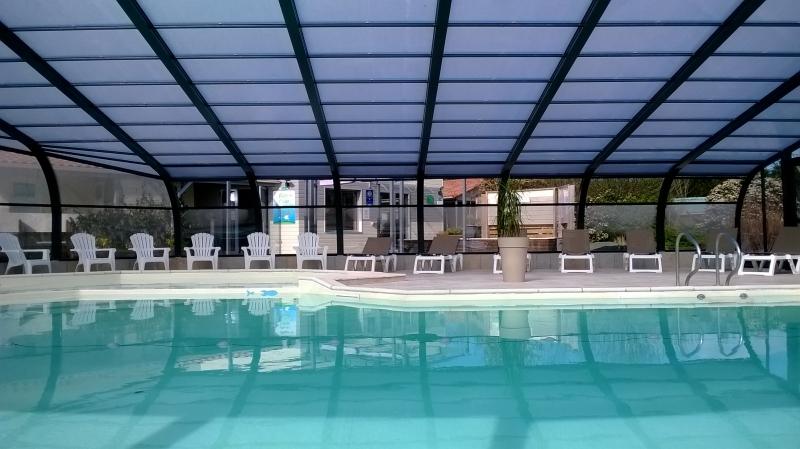 Camping avec piscine couverte à apremont