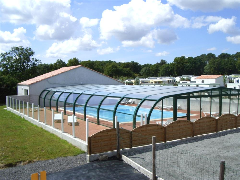 Camping peche location salle piscine couverte vend e for Camping mont saint michel piscine couverte