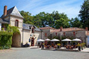 Restaurant du camping Ylloh Village Chateau la Foret
