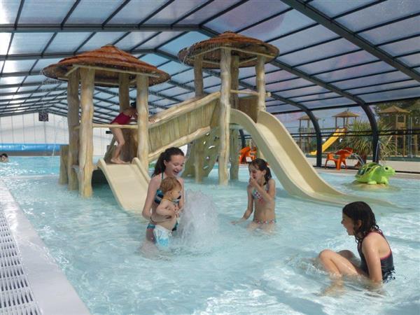 Les campings de vend e les gites hotels et for Camping lac de ste croix avec piscine