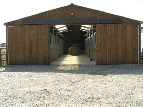 Barns 10 boxes pour la pension de cheval
