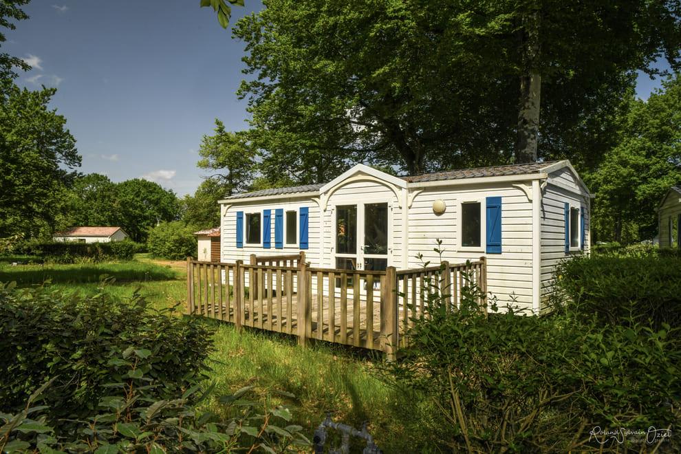 mobil-home tout confort dans la nature dans un camping en Vendée